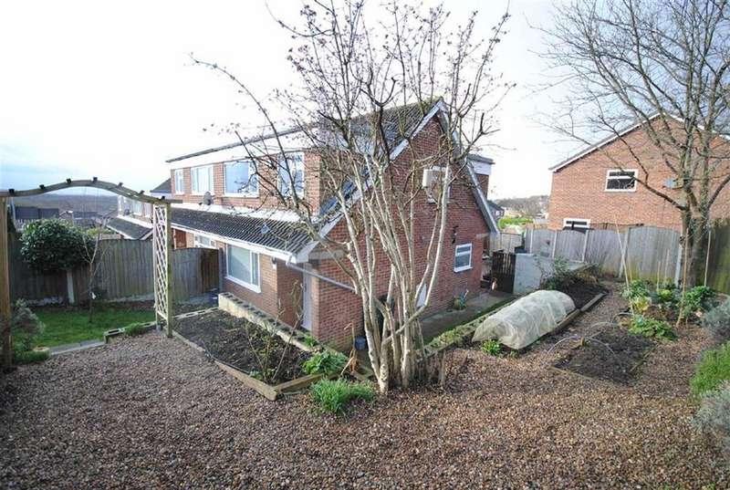 3 Bedrooms Semi Detached House for sale in Hall Park Court, Kippax, Leeds, LS25