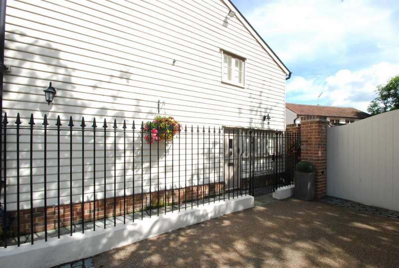 1 Bedroom Mews House for rent in High Street, Buntingford, Herts