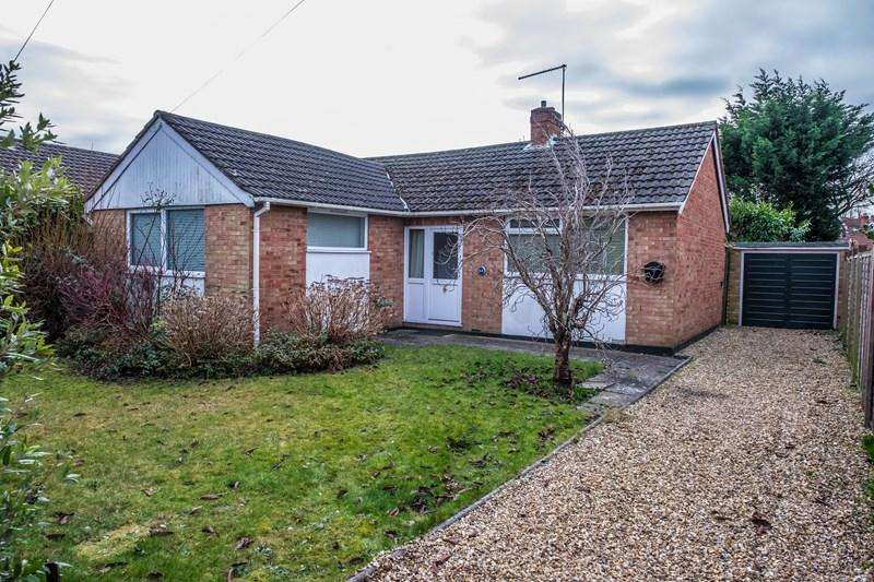 2 Bedrooms Bungalow for sale in Yarmouth Road, Branksome, POOLE
