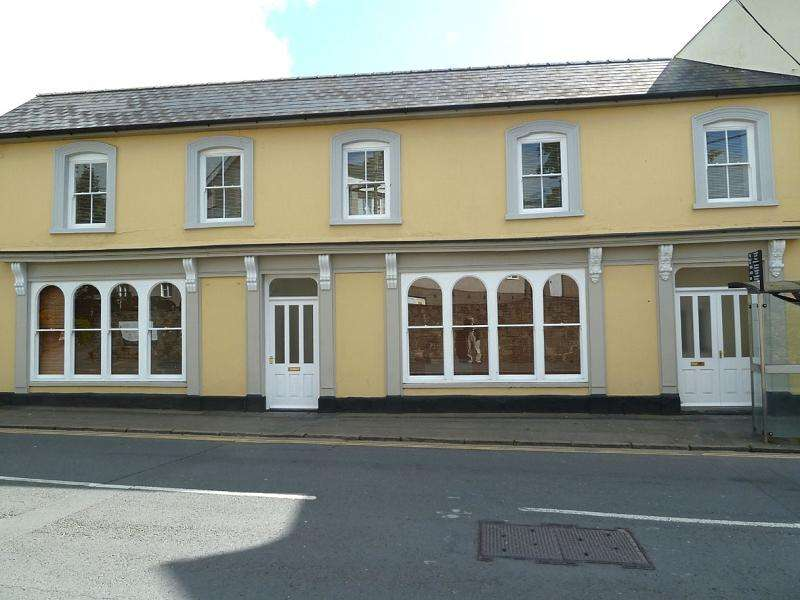 2 Bedrooms Terraced House for rent in Free Street, Brecon, Powys.