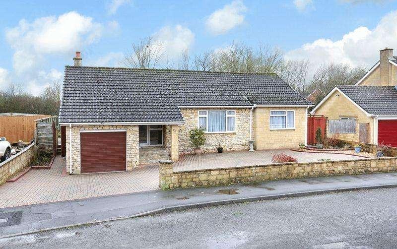 3 Bedrooms Detached Bungalow for sale in Sandringham Road, Trowbridge