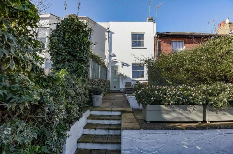 2 Bedrooms Terraced House for sale in North Gardens Brighton East Sussex BN1