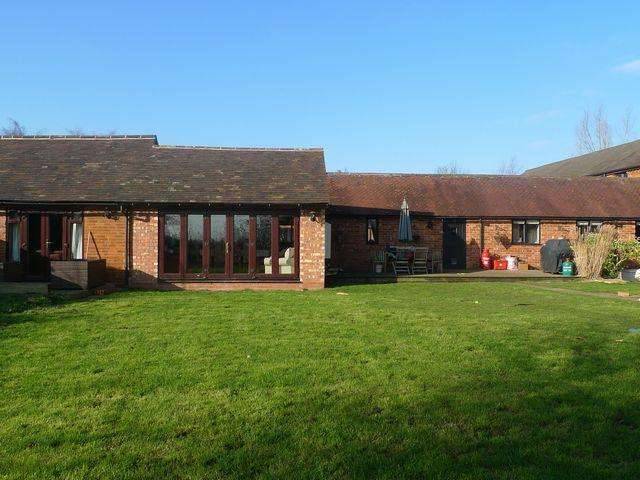 3 Bedrooms Barn Conversion Character Property for rent in Great Pinley Barns, Claverdon, Warwick, CV35