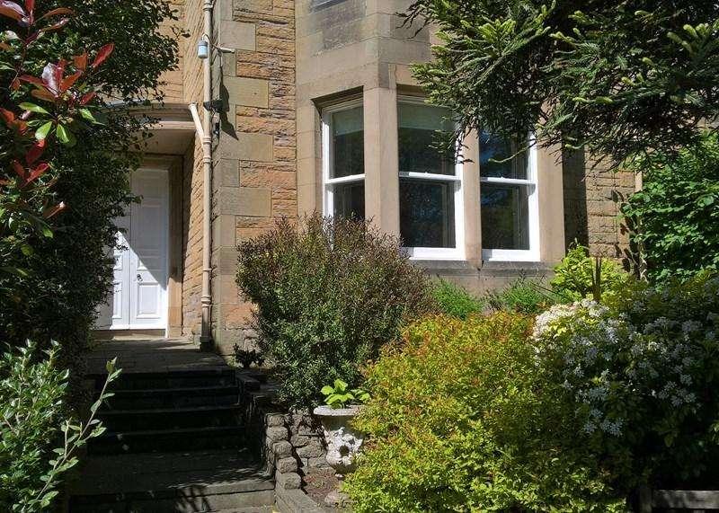 2 Bedrooms Property for sale in 12a Abinger Gardens, Murrayfield, Edinburgh, EH12 6DE