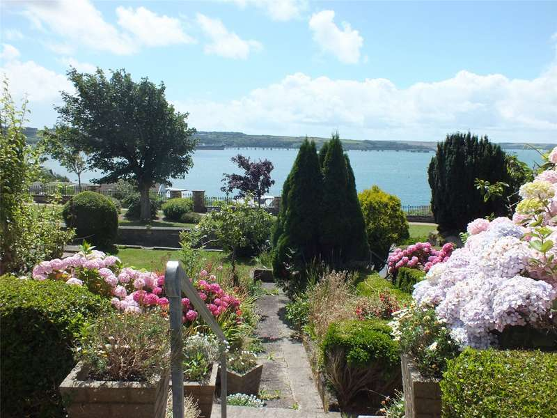 3 Bedrooms Semi Detached House for sale in Hamilton Terrace, Milford Haven, Pembrokeshire