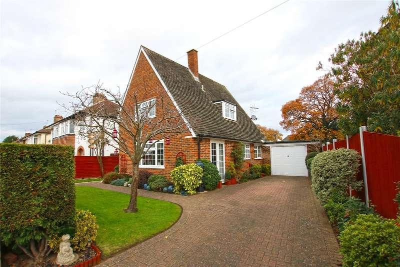 2 Bedrooms Detached House for sale in Grange Road, New Haw, Addlestone, Surrey, KT15