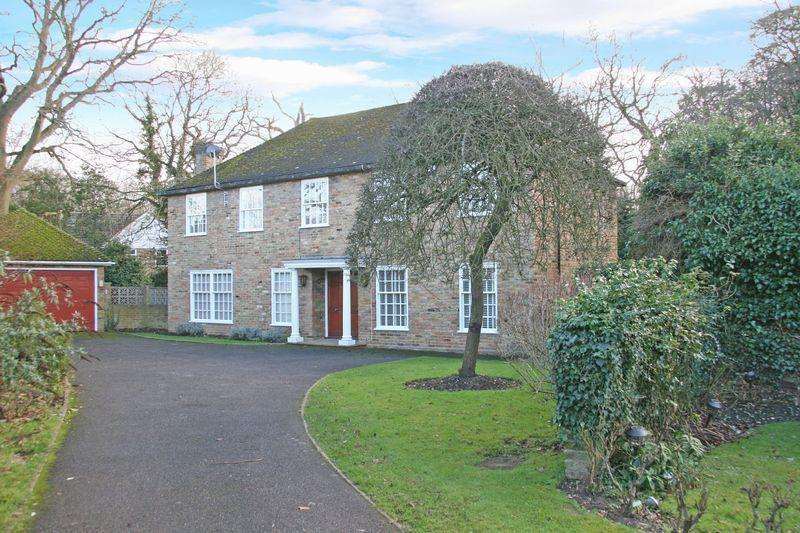 6 Bedrooms Detached House for sale in Romsey Drive, Farnham Common, Buckinghamshire SL2