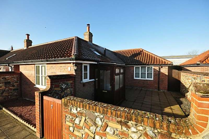 2 Bedrooms Semi Detached Bungalow for sale in Cherry Tree Court, Diss