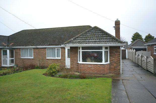 2 Bedrooms Semi Detached Bungalow for sale in Boundary Road, Grimsby