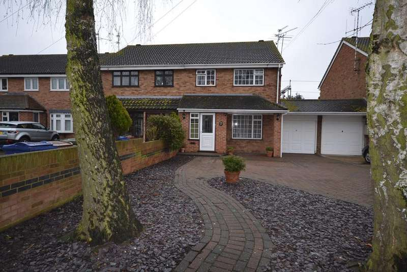 3 Bedrooms Semi Detached House for sale in Stenning Avenue, Linford, SS17