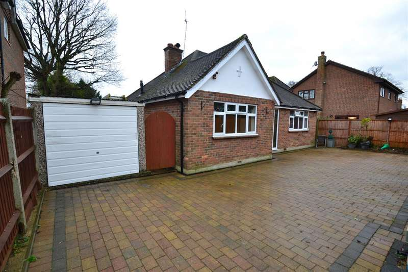 3 Bedrooms Detached Bungalow for sale in Lee Street, Horley