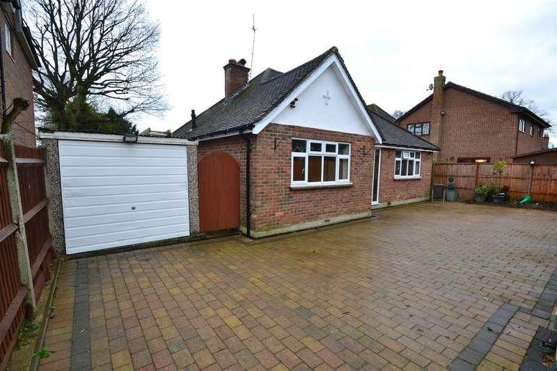 3 Bedrooms Detached Bungalow for sale in Lee Street, Horley