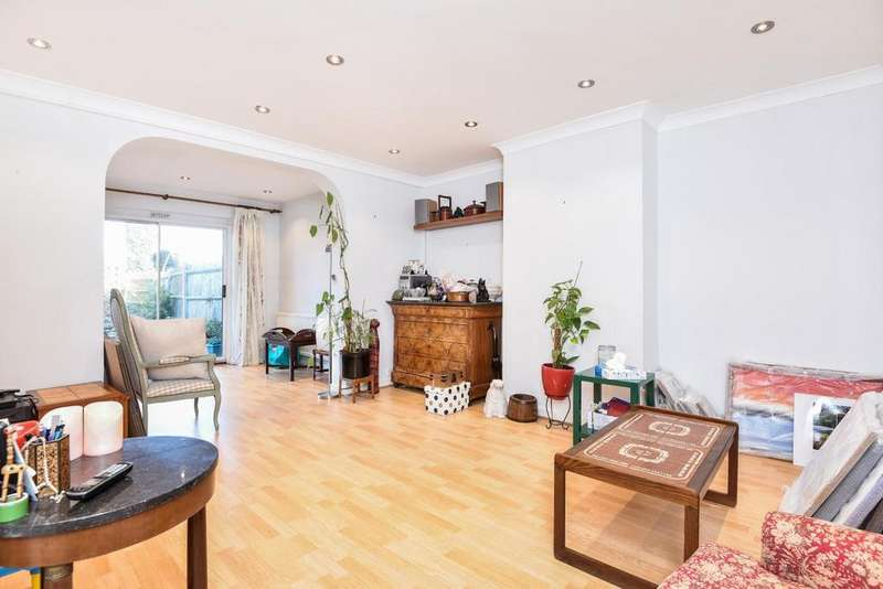 3 Bedrooms Semi Detached House for sale in Chestnut Grove, Ealing