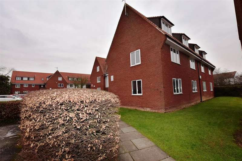 2 Bedrooms Apartment Flat for sale in Littlecroft, South Woodham Ferrers