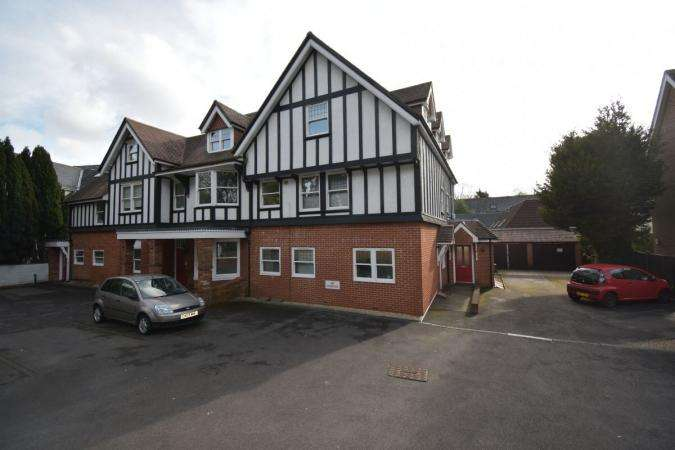 2 Bedrooms Flat for sale in Charminster Road , Bournemouth