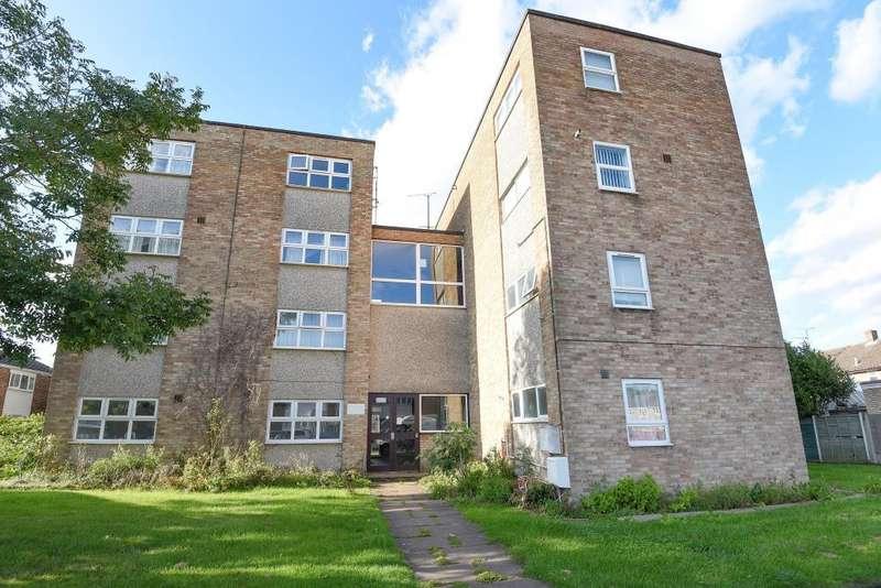 2 Bedrooms Flat for sale in Elmhurst, Aylesbury, HP20