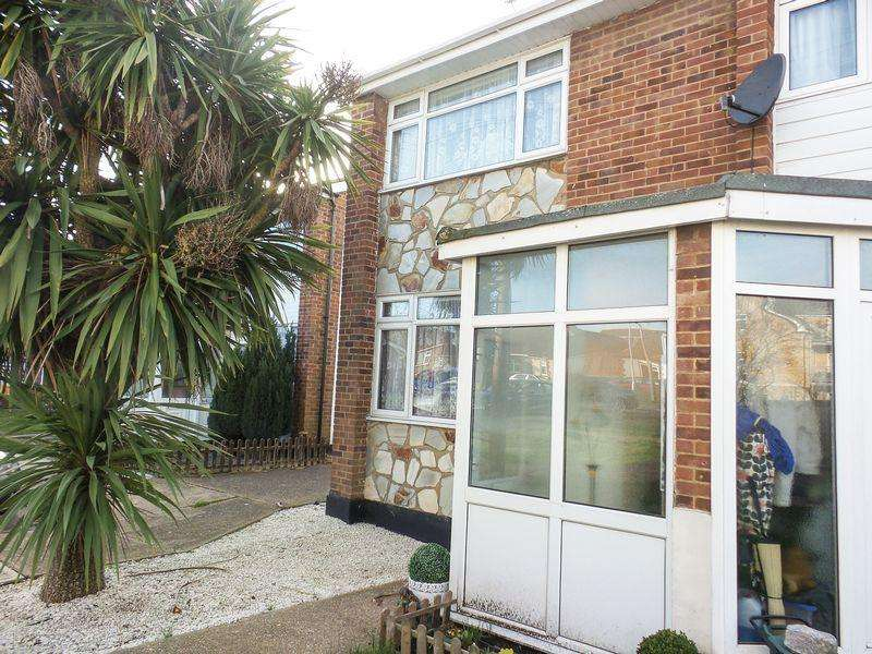 2 Bedrooms Semi Detached House for rent in St Clements Close, Benfleet