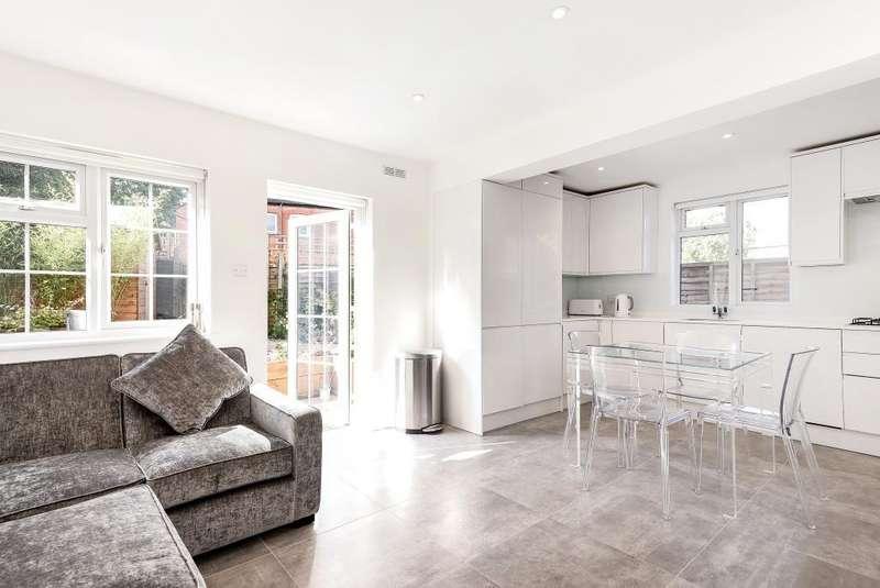 2 Bedrooms Flat for sale in Totteridge Lane,, Whetstone, N20