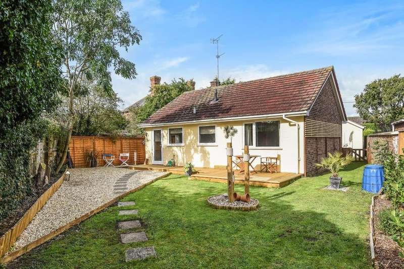 2 Bedrooms Detached Bungalow for sale in Main Street, Grove, OX12