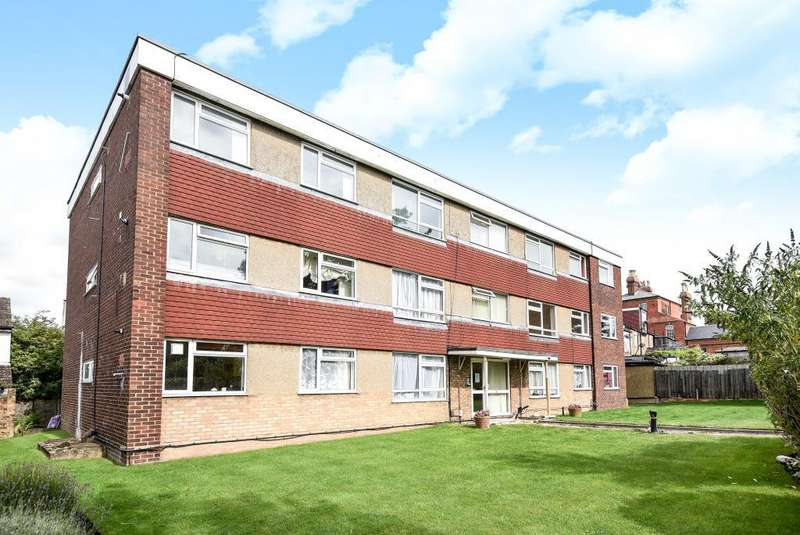 2 Bedrooms Flat for sale in Hilberry Court, Bushey, WD23