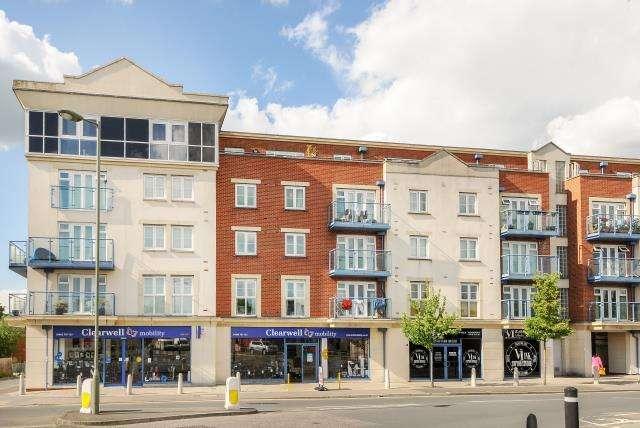 2 Bedrooms Flat for sale in Woking, Surrey, GU21