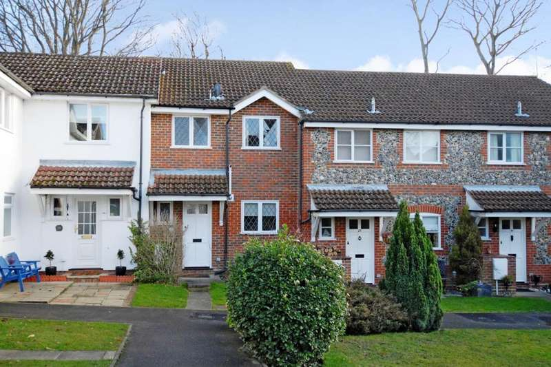 3 Bedrooms House for rent in Spruce Drive, Lightwater, GU18