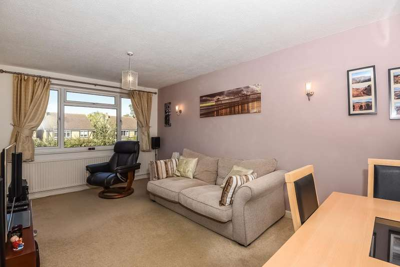 2 Bedrooms Maisonette Flat for sale in Catherine Drive, Sunbury-on-Thames, TW16