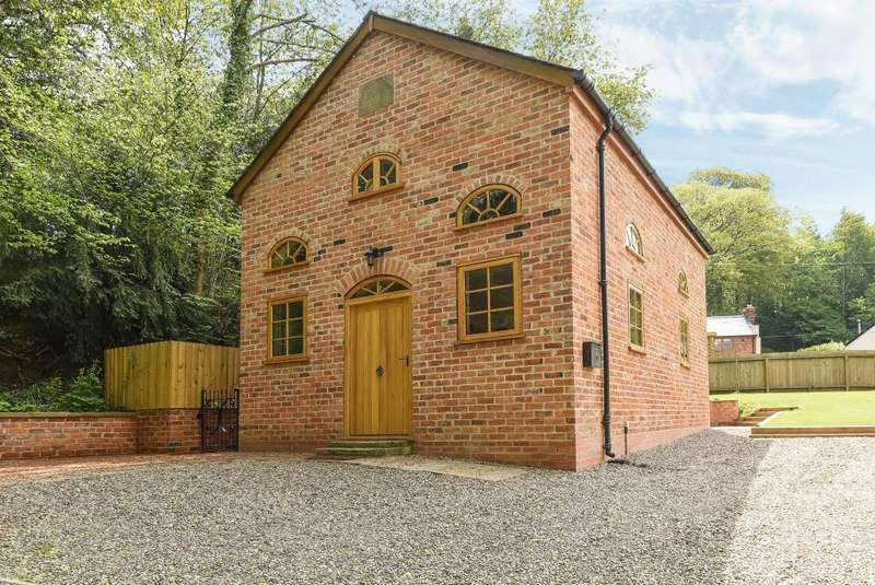 2 Bedrooms Detached House for sale in Lyonshall, Herefordshire, HR5