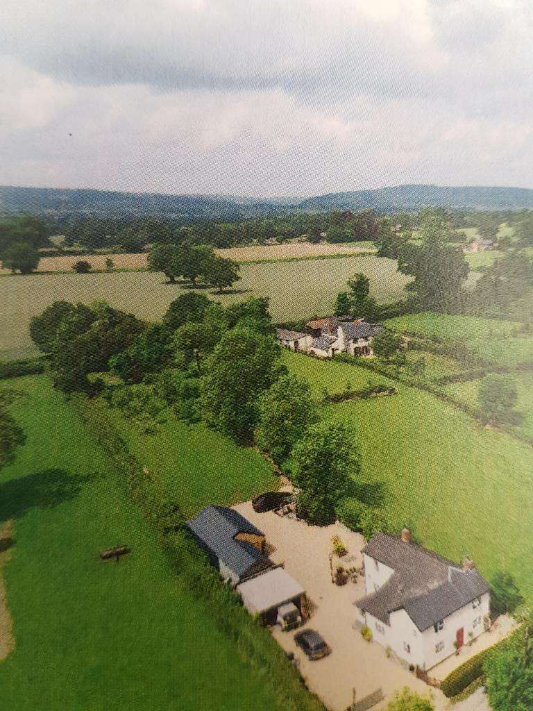 4 Bedrooms Detached House for sale in Bearwood. Nr/Pembridge, Herefordshire, HR6