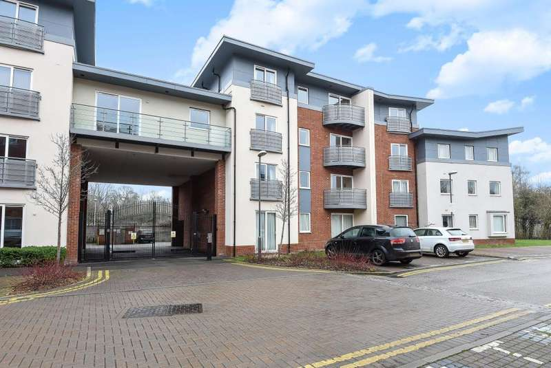 1 Bedroom Flat for sale in Coxhill Way, Aylesbury, HP21