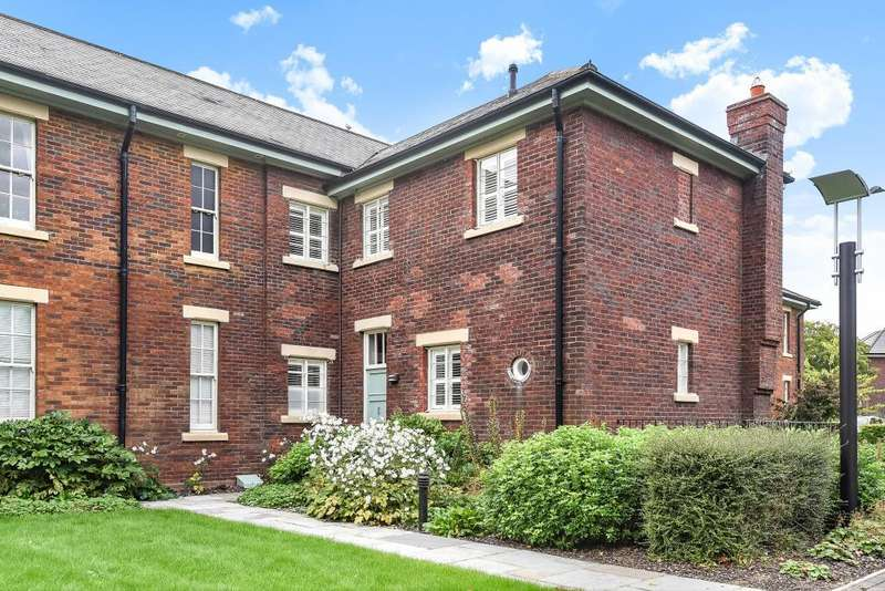 2 Bedrooms House for sale in The Parade, The Garden Quarter, Bicester, OX27