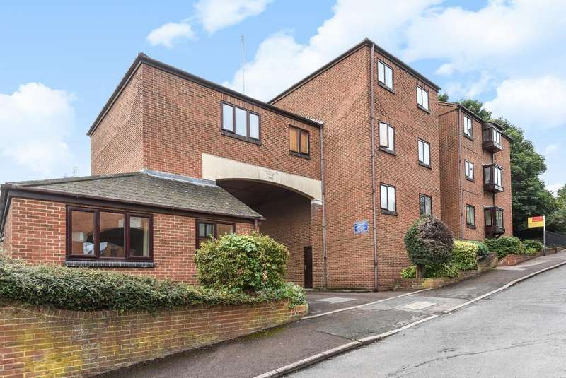 2 Bedrooms Maisonette Flat for sale in Hollies court, Banbury, OX16