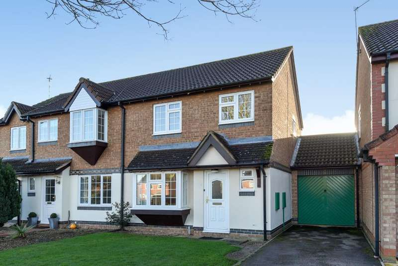3 Bedrooms House for sale in Lott Meadow, Aylesbury, HP21
