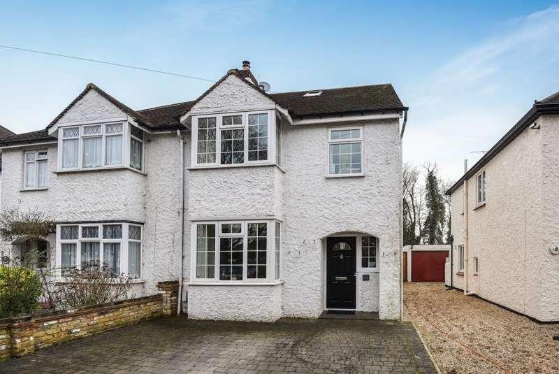 4 Bedrooms House for sale in Oakington Drive, Lower Sunbury, TW16