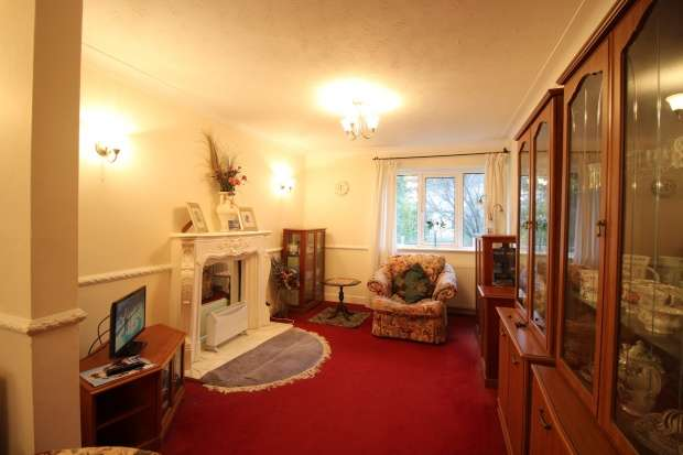 3 Bedrooms Semi Detached Bungalow for sale in Hillbrook Road, Stockport, Cheshire, SK7 2BT