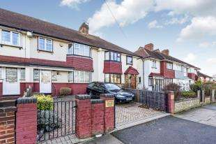 3 Bedrooms Terraced House for sale in Stanford Road, London