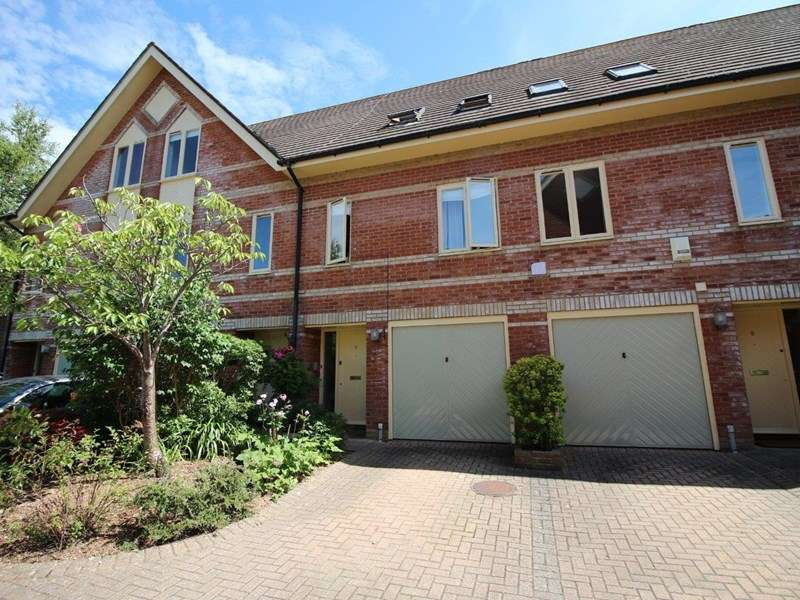 3 Bedrooms Town House for sale in Church Road, Ashley Cross, Poole