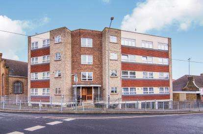 2 Bedrooms Flat for sale in Clarence Road, Grays, Essex