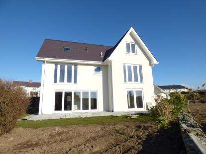 5 Bedrooms Detached House for sale in Lon Y Dryw, Trearddur Bay, Isle Of Anglesey, LL65