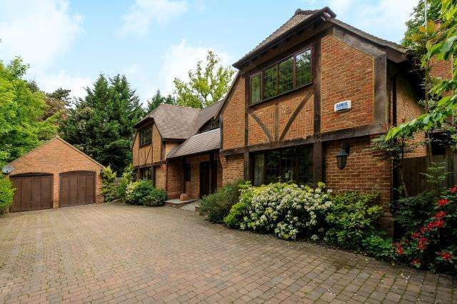 4 Bedrooms Detached House for sale in Windlesham, Surrey, GU20