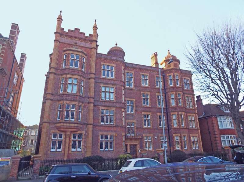 4 Bedrooms Flat for sale in The Drive Hove East Sussex BN3