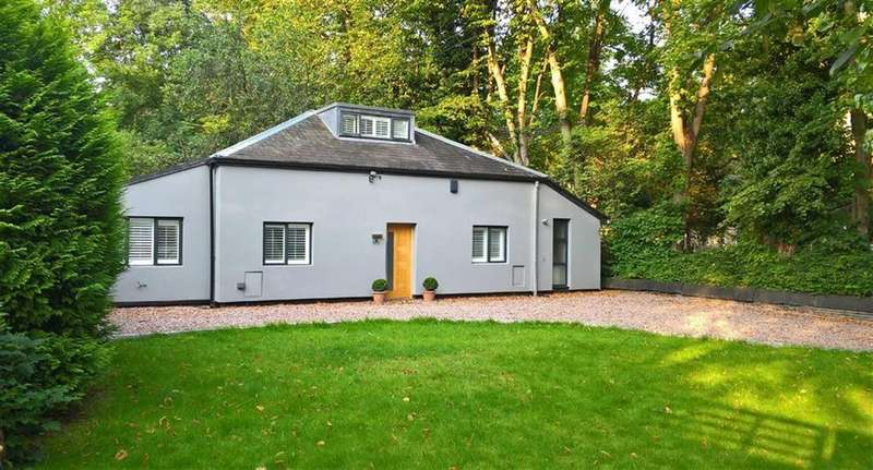 3 Bedrooms Detached House for rent in Rufford Road, Whalley Range, Whalley Range