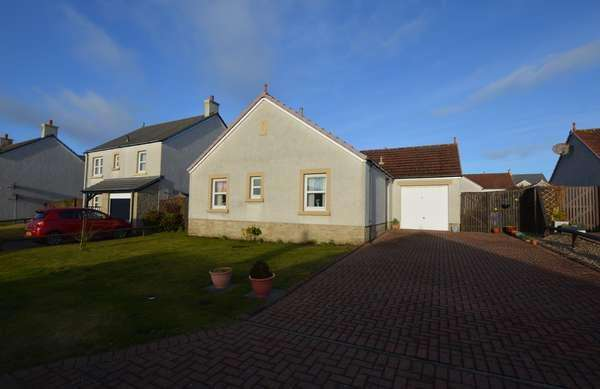 3 Bedrooms Detached Bungalow for sale in 3 Motte Gardens, Ardrossan, KA22 8NZ