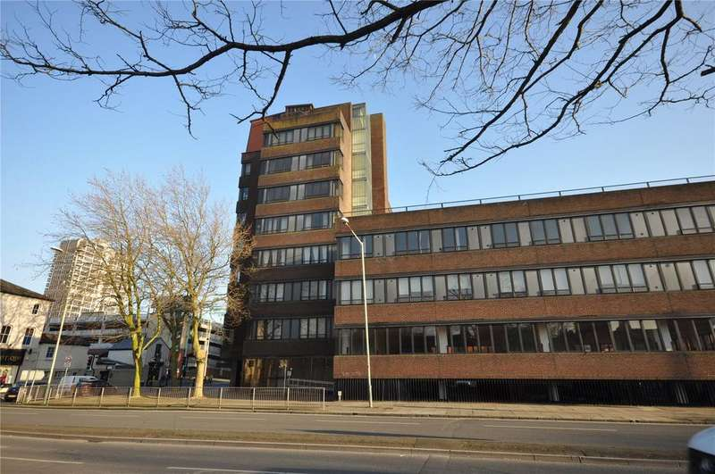 2 Bedrooms Apartment Flat for rent in Bridge House, Farnsby Street, Swindon, SN1