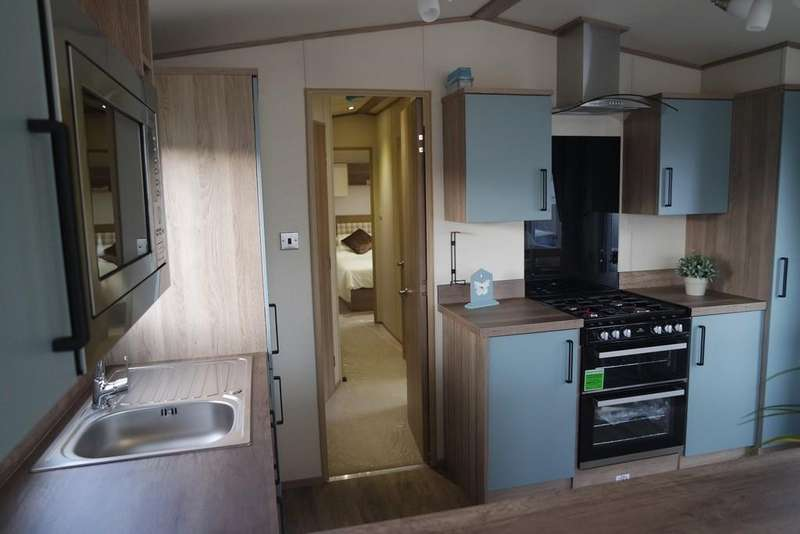 3 Bedrooms Mobile Home for sale in HIGHCLIFFE
