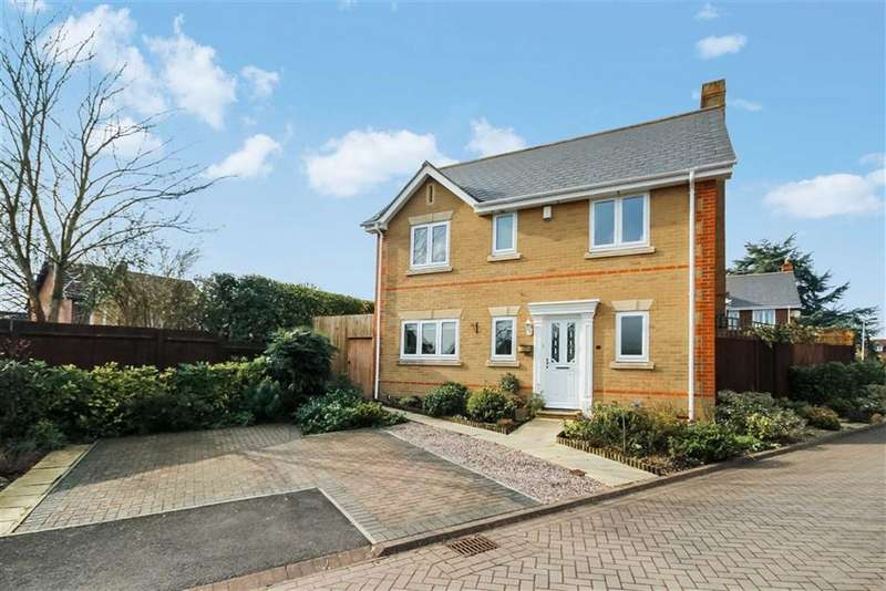4 Bedrooms Detached House for sale in Ebor Gardens, Calne, Wiltshire