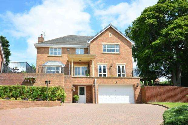 5 Bedrooms Detached House for sale in The Brackens, Delph Lane, DARESBURY, WA4