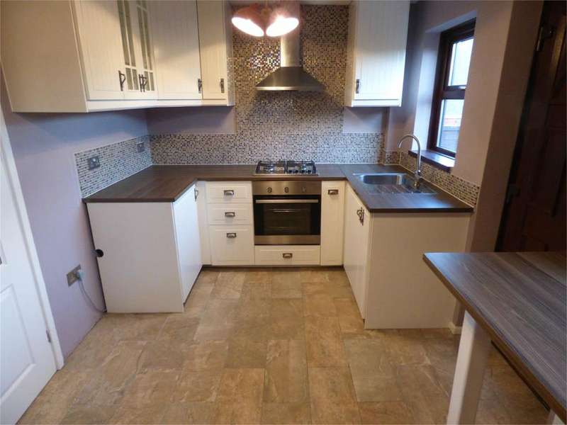 2 Bedrooms Terraced House for rent in Darley Road, Liversedge, West Yorkshire, WF15
