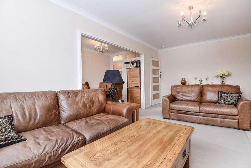 2 Bedrooms Flat for sale in Lake Close, Wimbledon