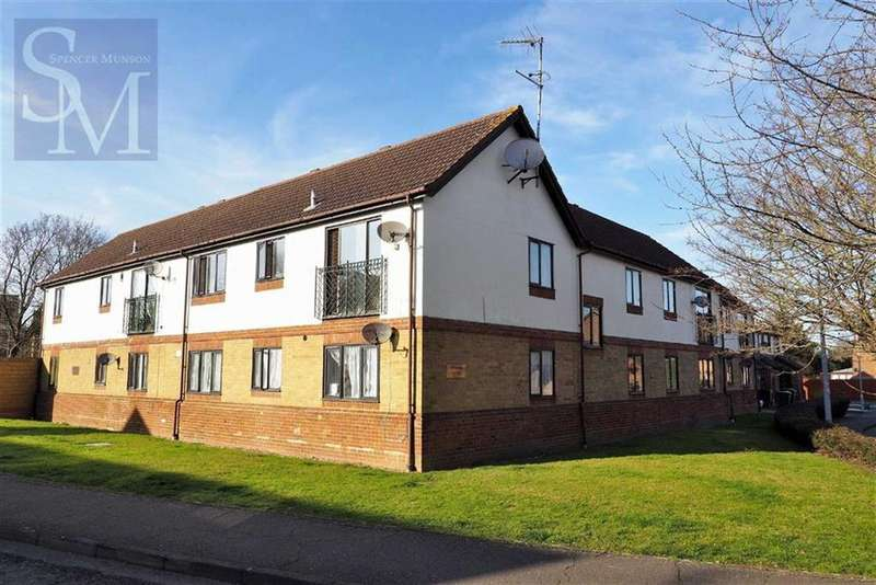 2 Bedrooms Flat for sale in Acacia Court, Waltham Abbey, Essex
